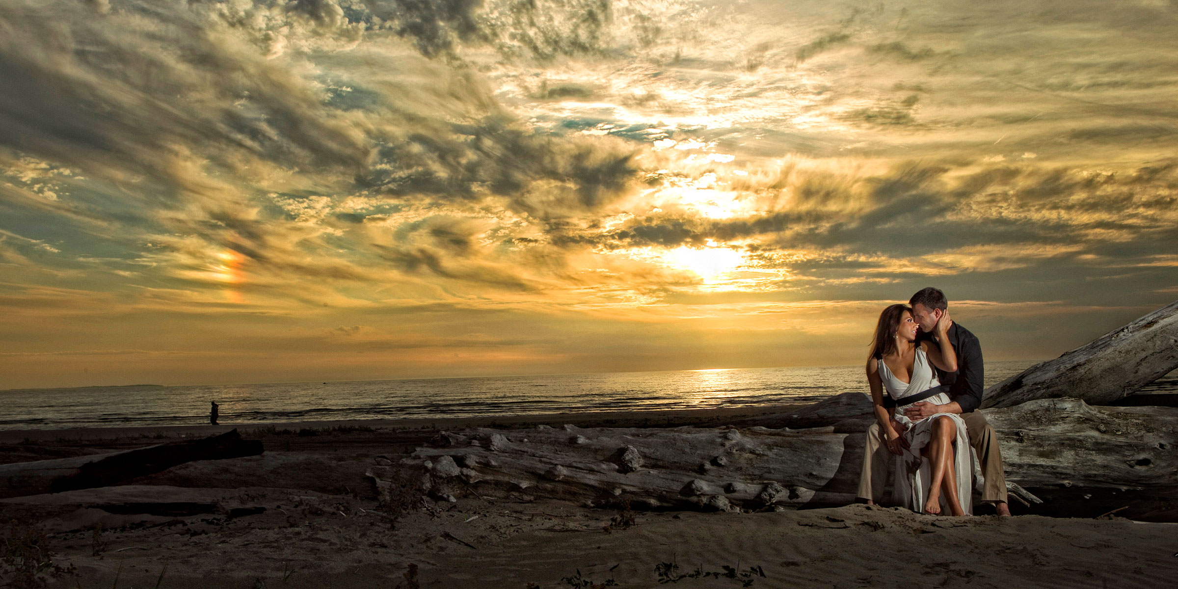dramatic-lighting-in-engagement-photos2