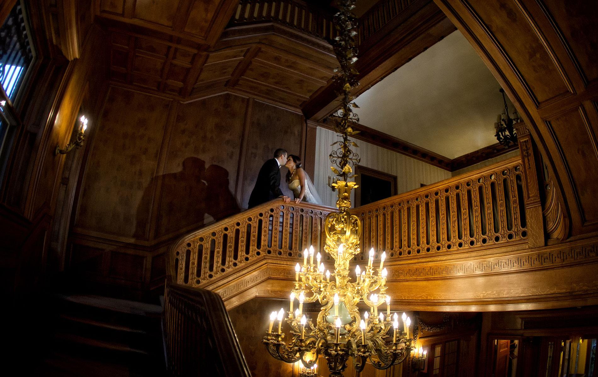 dramatic-lighting-in-weddings2